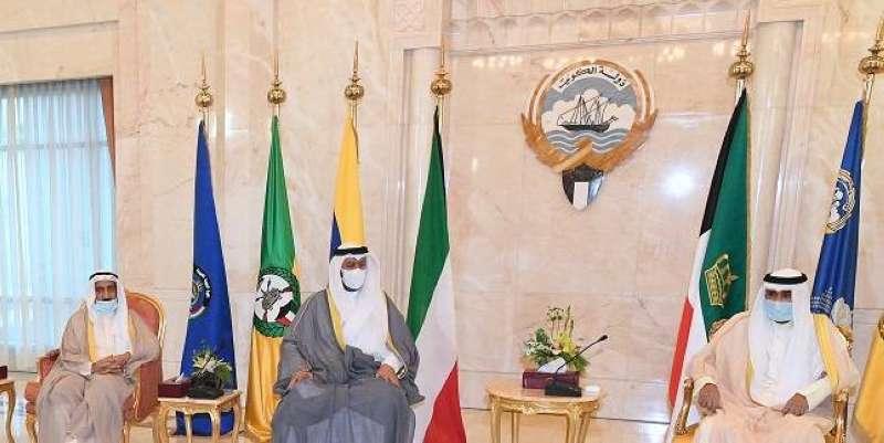 سمو الأمير يستقبل رئيس وأعضاء المجلس الأعلى للقضاء لأداء اليمين الدستورية