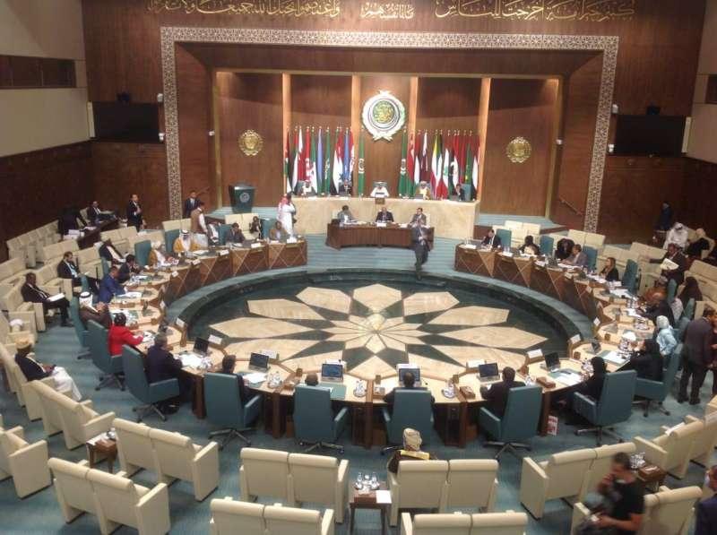 البرلمان العربي يستنكر إعادة نشر الرسوم المسيئة ويحذر من إثارة الفتن والضغائن الدينية