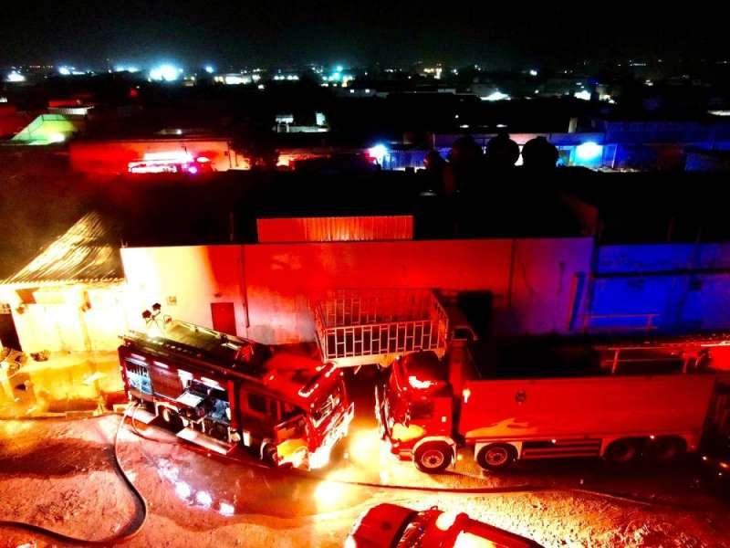 3 فرق إطفاء سيطرت على حريق إسطبل في كبد