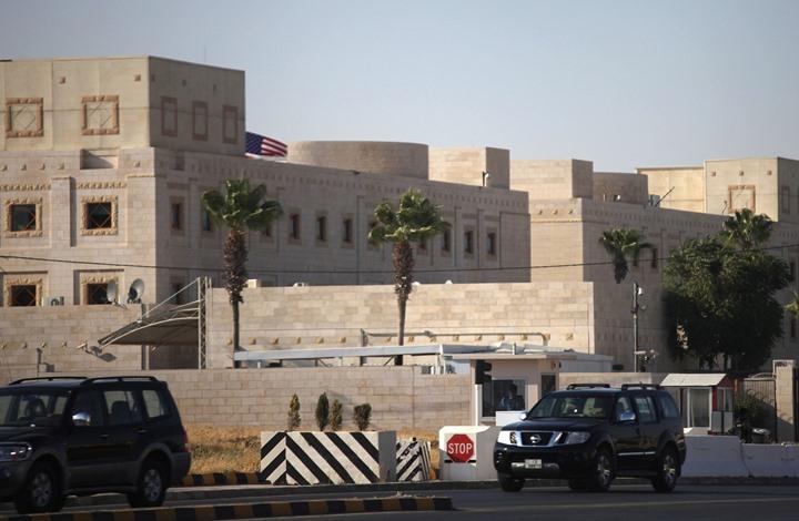 سفارة أمريكا بالأردن توقف التأشيرات وتمنع موظفيها من التسوق