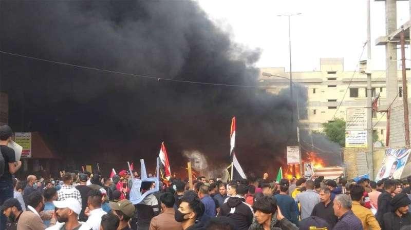 مقتل 3 في اشتباكات بالعراق بعد اقتحام أنصار الصدر مخيم احتجاج
