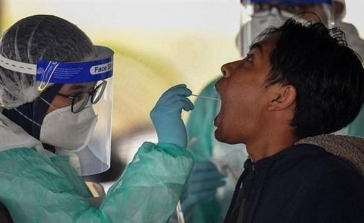 ماليزيا تدرس إلزام العمال الأجانب بعمل فحص صحي لفيروس كورونا كل أسبوعين