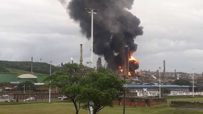 إصابة 7 في انفجار بمصفاة نفط في جنوب أفريقيا