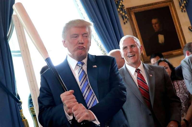 ترامب يعتزم إصدار سلسلة من قرارات العفو خلال يومه الأخير في البيت الأبيض