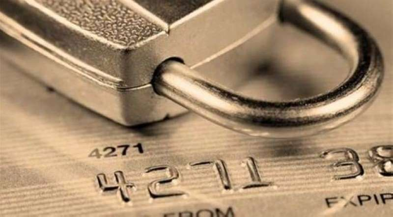 كشف السرية المصرفية عن حسابات 3 مصريين في قضية غسل أموال