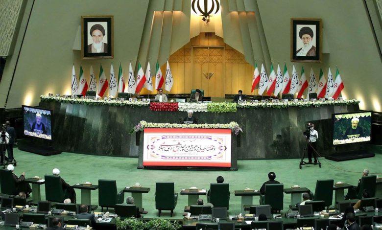 الحكومة الإيرانية تحمل البرلمان مسؤولية انهيار الاتفاق النووي