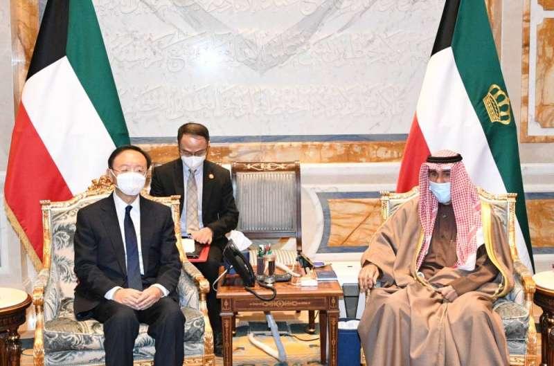 سمو الأمير يتلقى رسالة شفوية من الرئيس الصيني