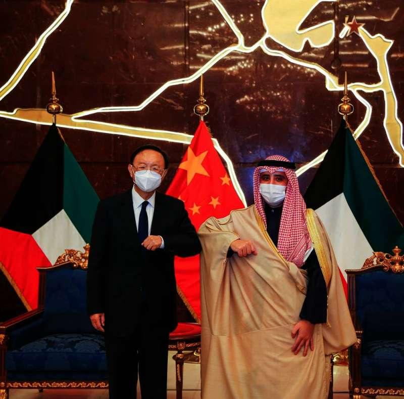 الناصر يبحث مع يانغ جي تشي تعزيز العلاقات بين الكويت والصين والتطورات إقليميا ودوليا