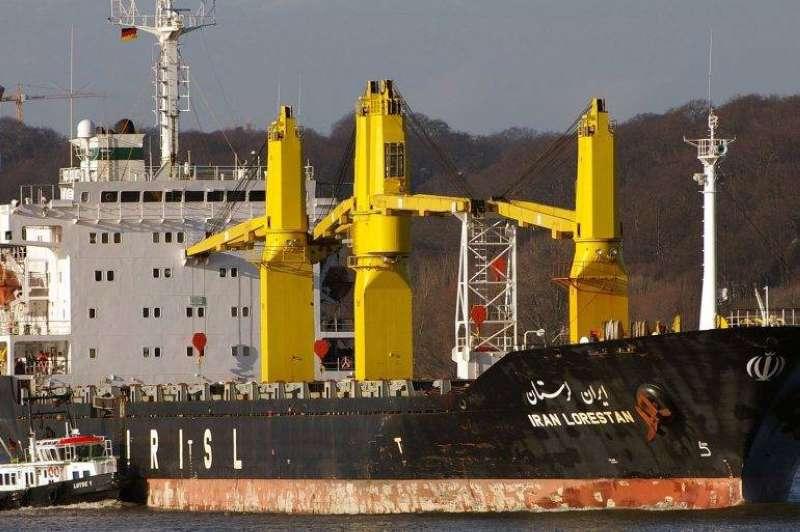 الخارجية الإيرانية: تعرض سفينة تجارية لأضرار طفيفة جراء انفجار في البحر الأحمر