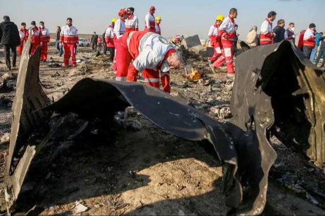 إيران: صدور لوائح اتهام بحق 10 مسؤولين في قضية الطائرة الأوکرانية