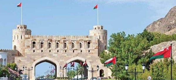 سلطنة عمان تمدد تعليق دخول القادمين إليها من 14 دولة.. حتى إشعار آخر