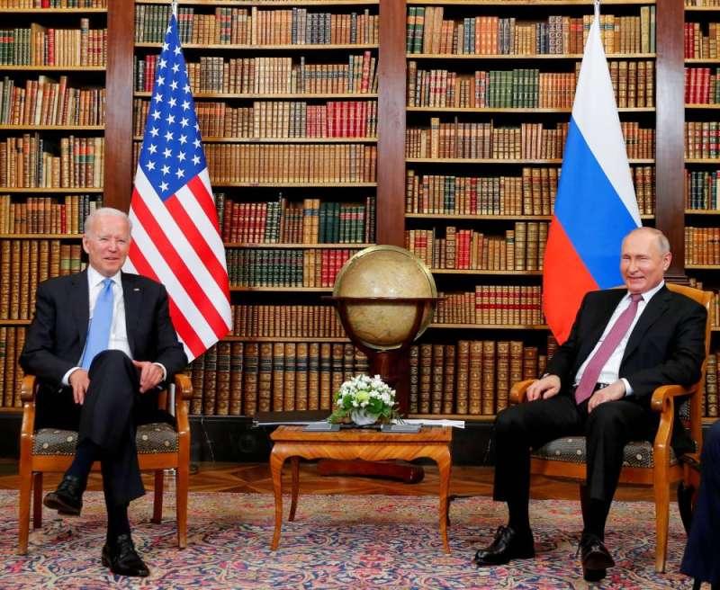 روسيا عرضت على أميركا استخدام قواعدها بآسيا لجمع معلومات من أفغانستان