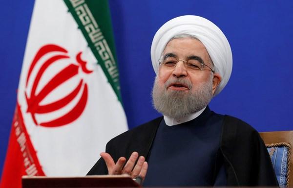 الرئيس الإيراني يعلن بدء بلاده تشغيل خط تصدير النفط من ميناء جاسك المطل على بحر عمان