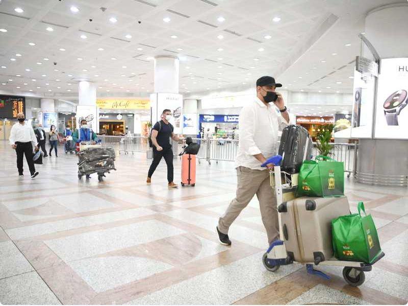 المطار واصل استقبال المقيمين المطعَّمين: غير المُحصَّن يعود من حيث أتى