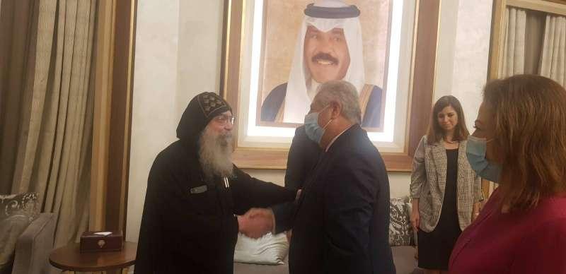 رؤساء البعثات الديبلوماسية يستقبلون السفير المصري الجديد في مطار الكويت